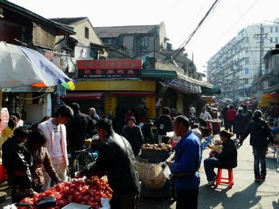 Ambiance du marché dans les petites rues de Shanghai, sans touristes !