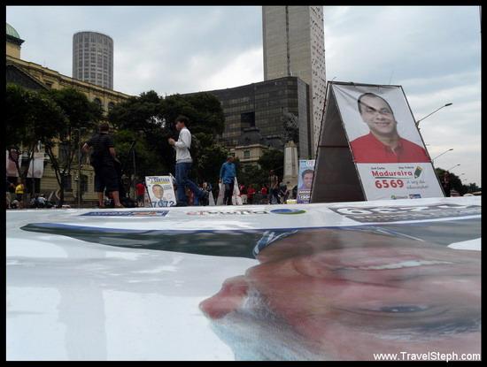 Des panneaux dans la rue à Rio de Janeiro lors de la campagne électorale 2010 au Brésil