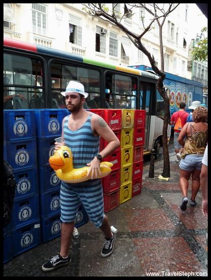 Le petit baigneur au milieu de Rio ? - Déguisement Carnaval Rio de Janeiro 2011