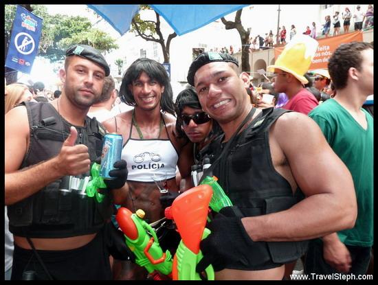 Policiers aux gros bras, influence directe du film Tropa d'élite ? - Déguisement Carnaval Rio de Janeiro 2011