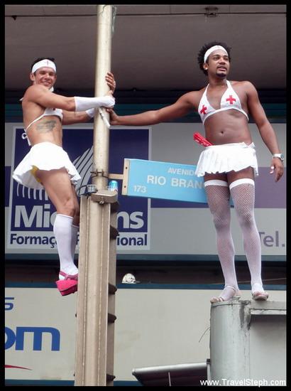 Des infirmières d'un autre style ! - Déguisement Carnaval Rio de Janeiro 2011