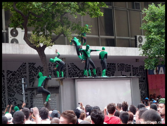 """Des """"hommes araignée""""...vert ! - Déguisement Carnaval Rio de Janeiro 2011"""