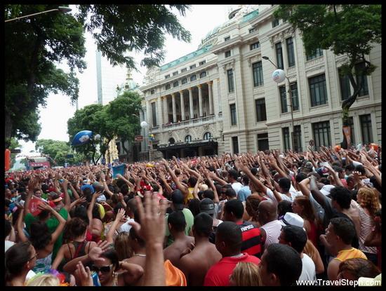 Le bloco de « Monobloco » entraine toujours les foliões à danser - Carnaval de Rio de Janeiro