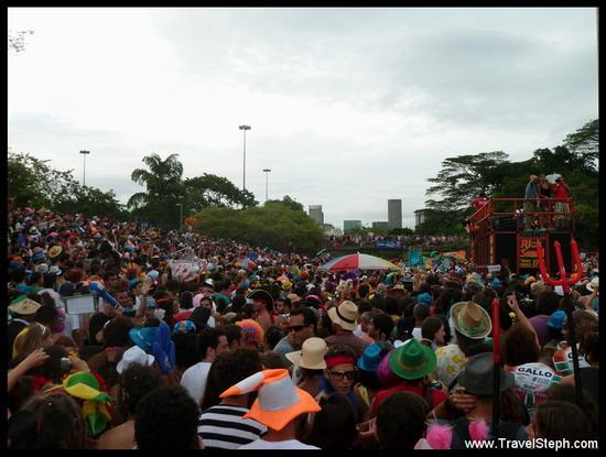 Nombreux foliões pour l'Orquestra Voadora à Flamengo - Carnaval de Rio de Janeiro