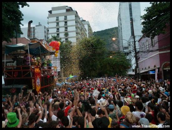Bloco du groupe « Sargento Pimenta » avec des chansons des Beatles - Carnaval de Rio de Janeiro