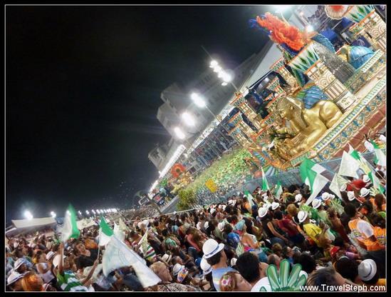 Les défilés du Sambodrome, un spectacle haut en couleurs - Carnaval Rio de Janeiro