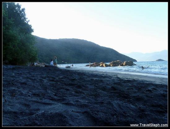 La Praia Preta, avec son étrange sable noir - Ilha Grande