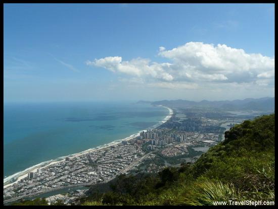 Vue sur Barra da Tijuca depuis la Pedra da Gavea à Rio de Janeiro