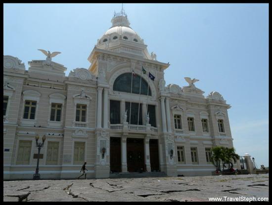 Le Palacio Rio Branco, sur la Praça Municipal