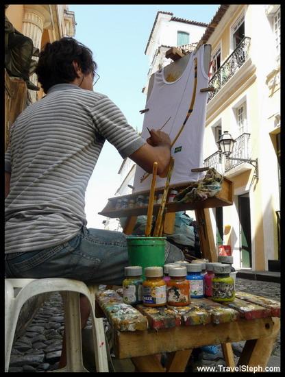 Un peintre dans le Pelourinho, à Salvador de Bahia