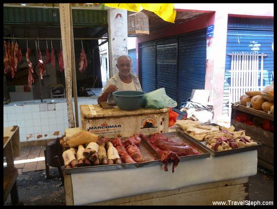 Un vendeur de viande au marché São Joaquim, oublions les normes de conservation !