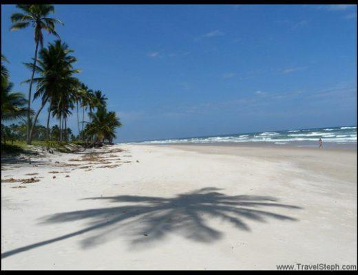 Sable blanc, mer bleue et palmiers à Itacaré - Bahia