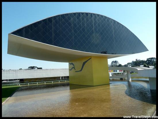 Le musée Oscar Niemeyer à Curitiba