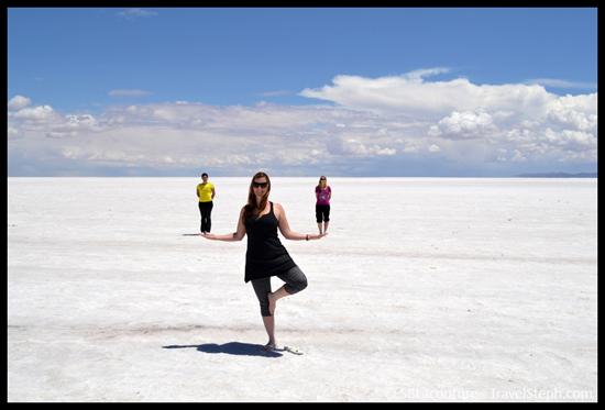Tentative d'effet d'optique dans le Salar d'Uyuni, en Bolivie