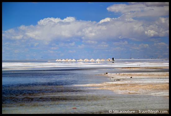 Tas de sel dans le Salar d'Uyuni, en Bolivie