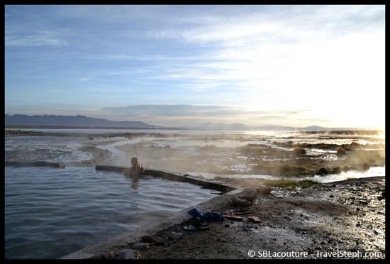 Eaux thermales, on enlève les polaires et bonnets pour se baigner ! Sud Lipez, Bolivie