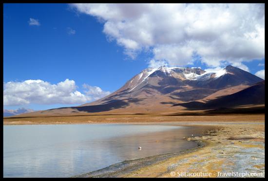 Lac et monts enneigés dans le Sud Lipez (Bolivie)