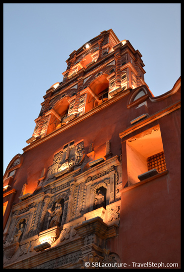 Façade de l'une des 80 églises de Potosi, Bolivie