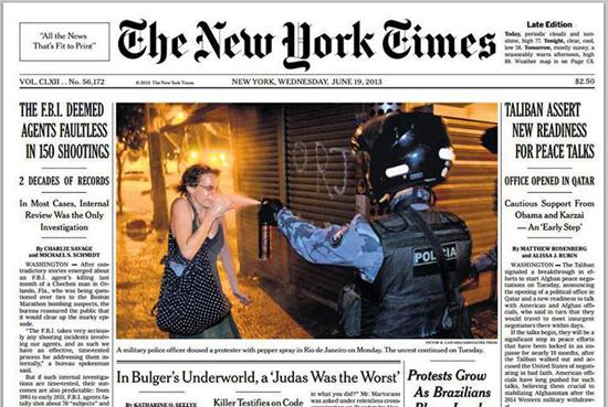 En Une du New York Times du 19 juin, un policier Brésilien envoie un gaz à la figure d'une manifestante
