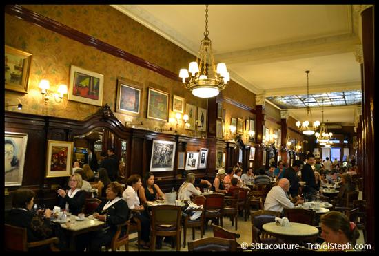 Le Café Tortoni, fondé en 1858, situé au 825 Avenida de Mayo à Buenos Aires